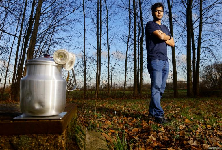 LED there be light. A smart kettle called GETI generates power from woodstoves to light up houses and charge phones. Inventor Avishek Goel won the Dutch CleanTech Challenge.