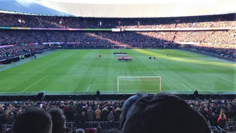 Rutte is angry. Last weekend premier division football supporters cheered and shouted in the stadium, behaviour banned because of corona. How dangerous is it?