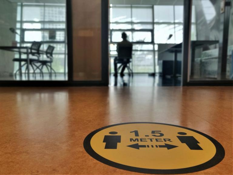 Almost half of the staff and almost 80 percent of the students at TU Delft have recently felt down due to the corona crisis.