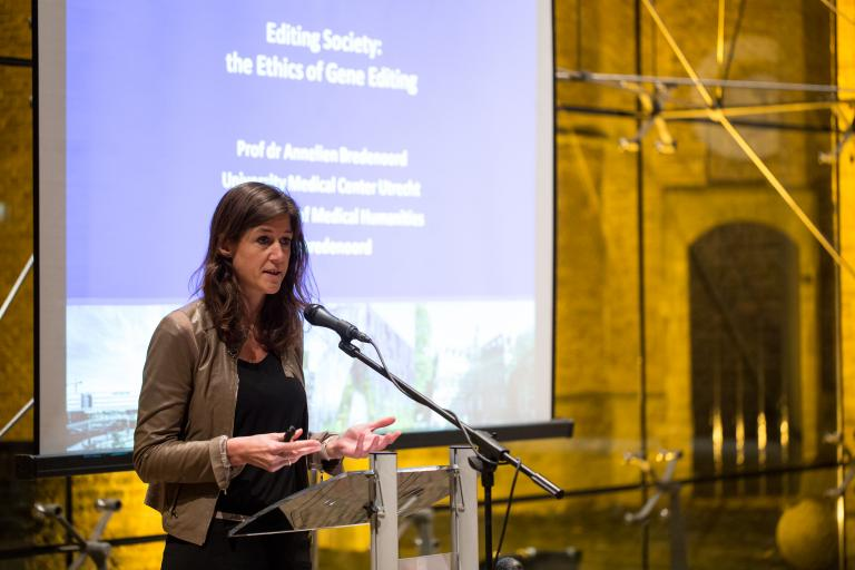 Annelien Bredenoord at the Van Hasselt Lecture 2017. (Photo: Jee Yak Khaw)