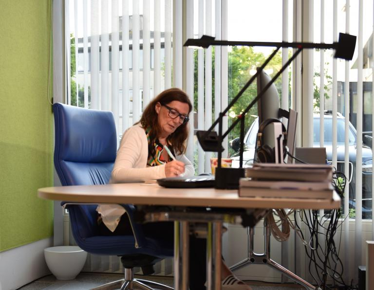 Ilse Hoekstein-Philips has changed her garage into a home office.