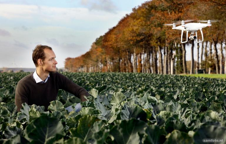 Predicting the harvest of vegetables like broccoli using data and drones. This is what alumni Kaz Vermeer and Bas Nootebos do. How does their start-up operate?