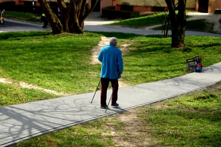 Falling is a societal challenge. About one in four elderly people fall every year. Fortunately, a novel aid technology is on its way.