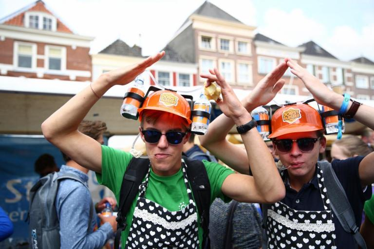 Does a student association with its own hospitality facilities fall under hospitality or not? The municipality of Delft is struggling with this question.